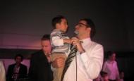 Yaakov Shwekey Sings at Special Children Center