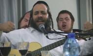 ר׳ מרדכי גוטליב וחברים – קומזיץ קרליבך שירי הודיה | Mordechai Gottlieb – Kumzits