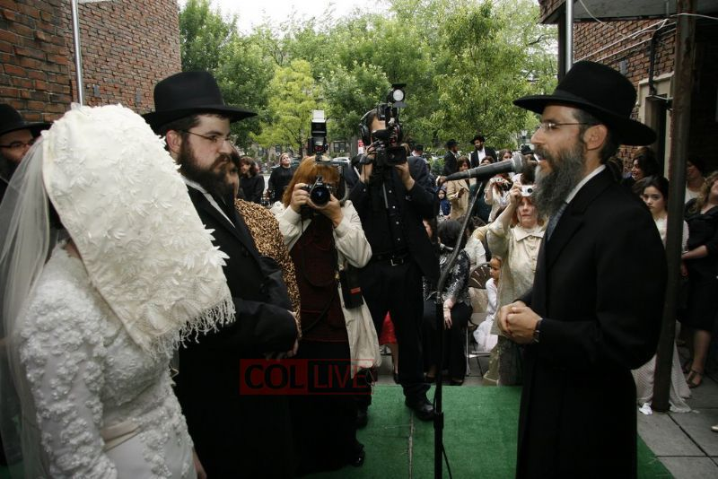 Chosson & Kallah with Uncle Avraham under the chuppah